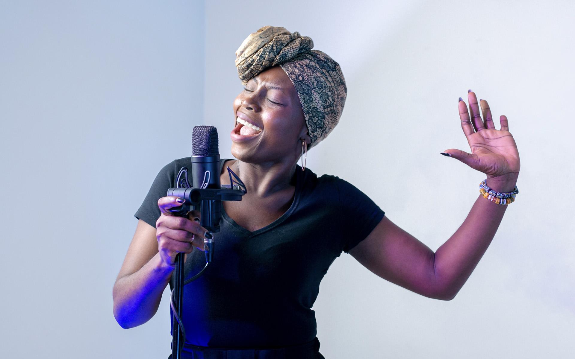 singer wide